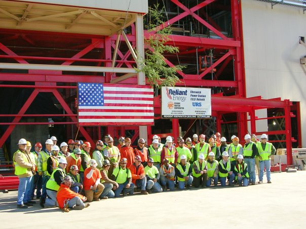 Picture of construction crew & mgt after last steel piece is placed.